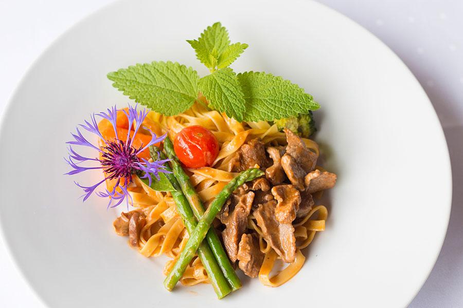 Bild-normal-Restaurant-Essen-Park-Hotel-Inseli-11-900x600