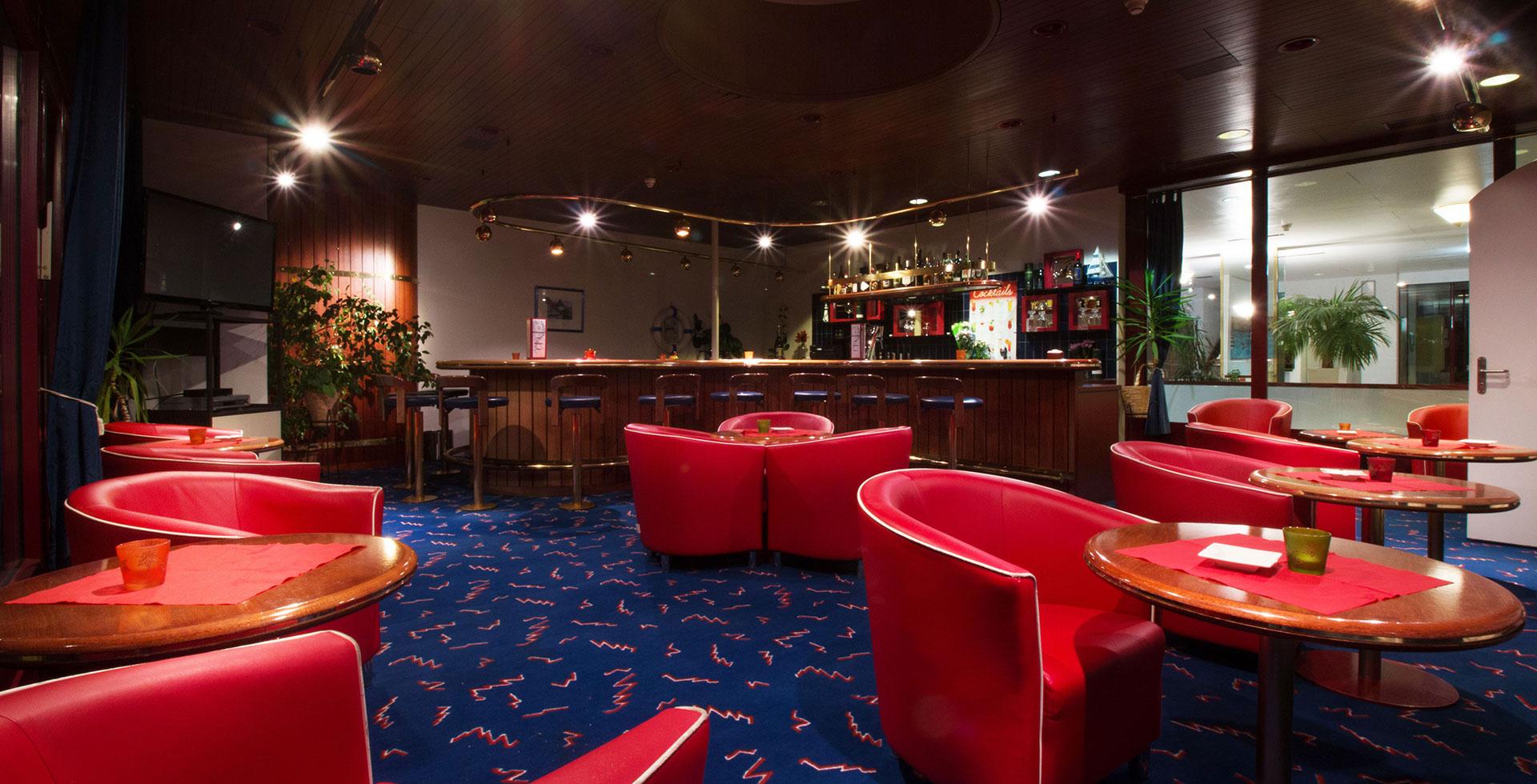 Slide Hotelbar-Feiern-Park-Hotel Inseli-cr-3857-1920x980