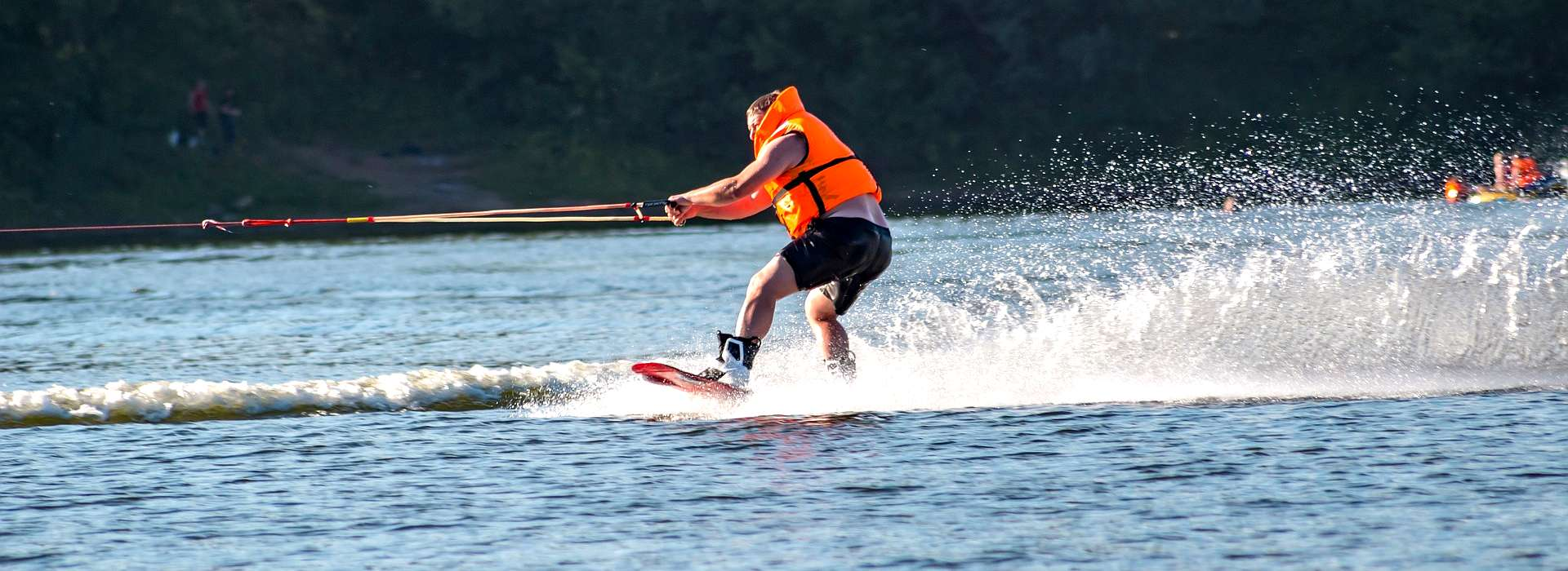 Sport - Park-Hotel Inseli - wakeboarding-2629164_1920 - 1920x700